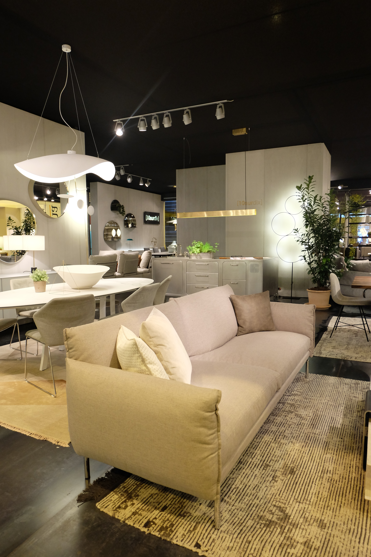 canap haut de gamme black swan saba italia meubles steinmetz. Black Bedroom Furniture Sets. Home Design Ideas