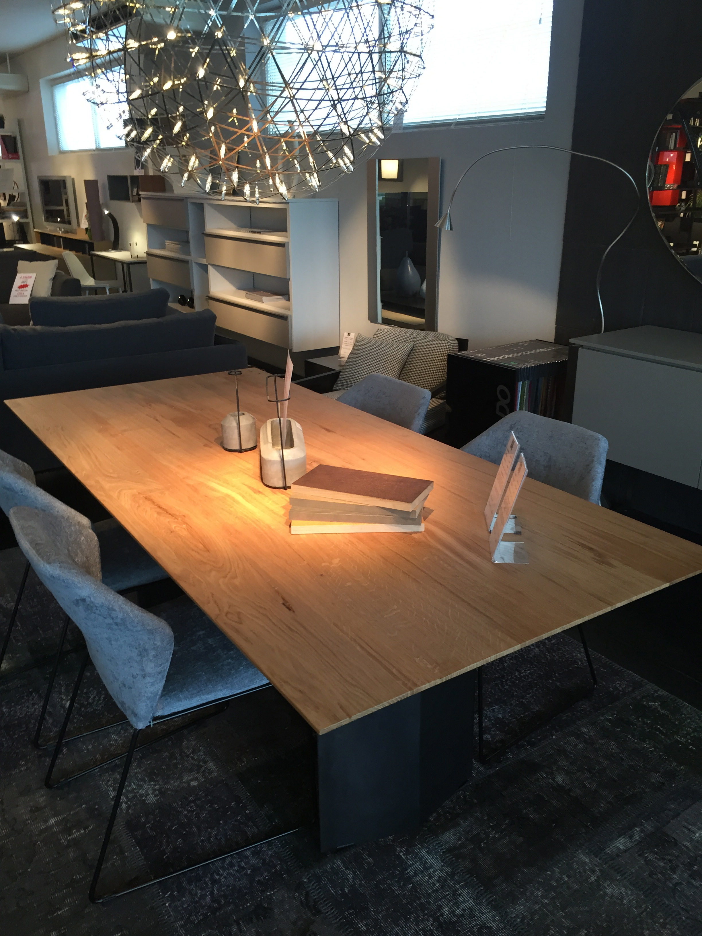 table de repas en ch ne massif r alis e en alsace meubles steinmetz. Black Bedroom Furniture Sets. Home Design Ideas