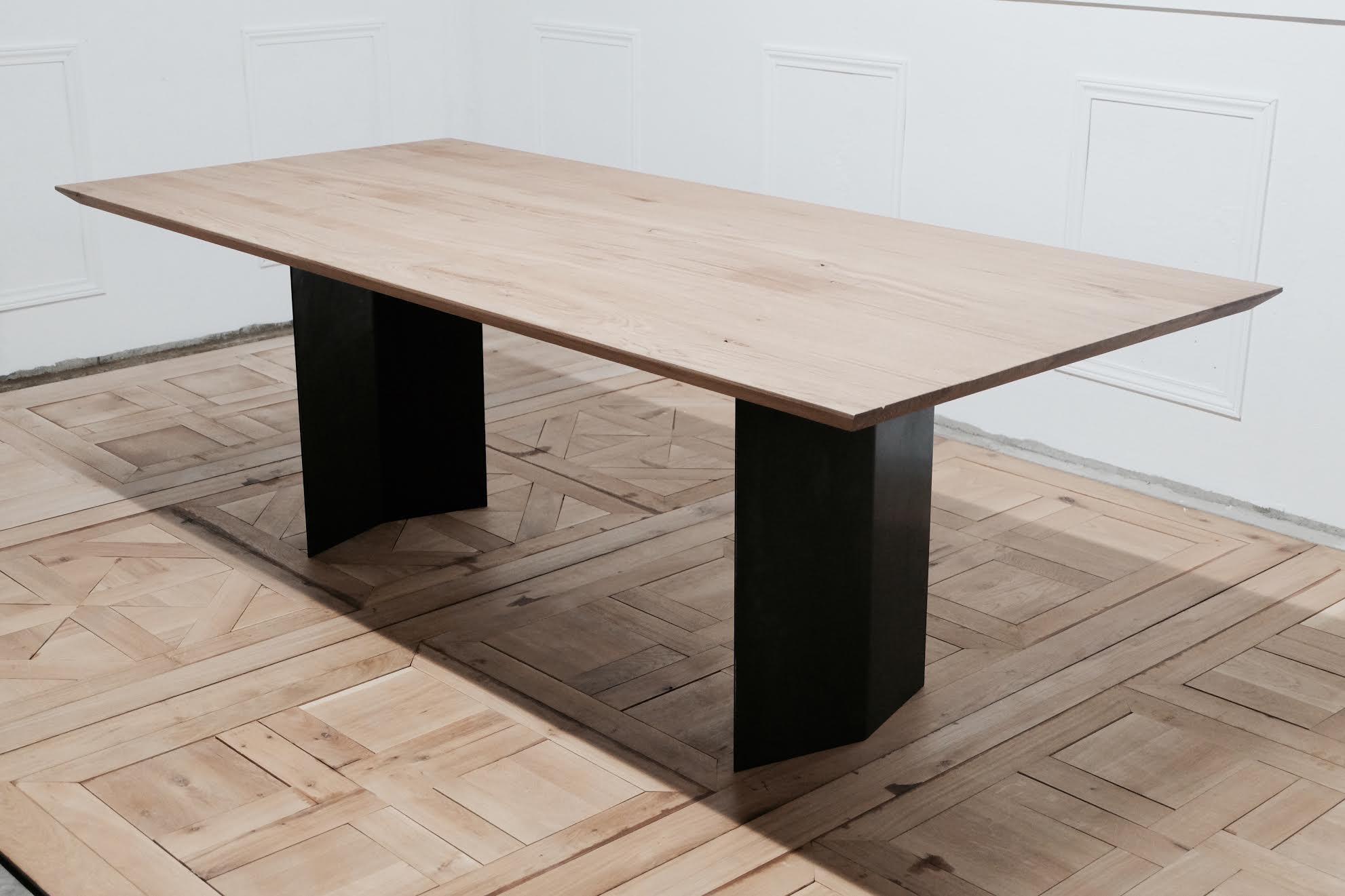 table de repas en chêne massif réalisée en alsace - meubles steinmetz