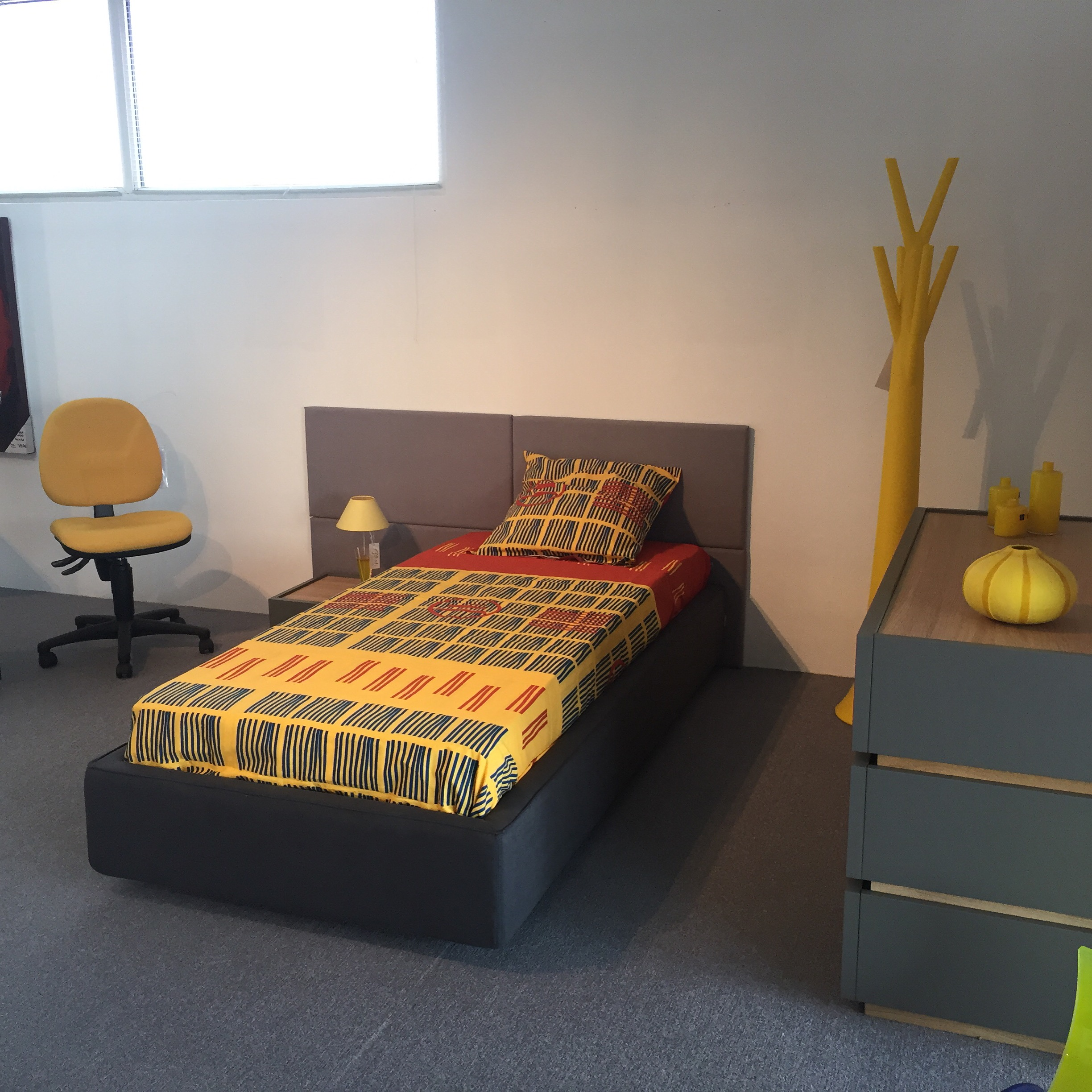 chambre coucher enfant meubles steinmetz. Black Bedroom Furniture Sets. Home Design Ideas
