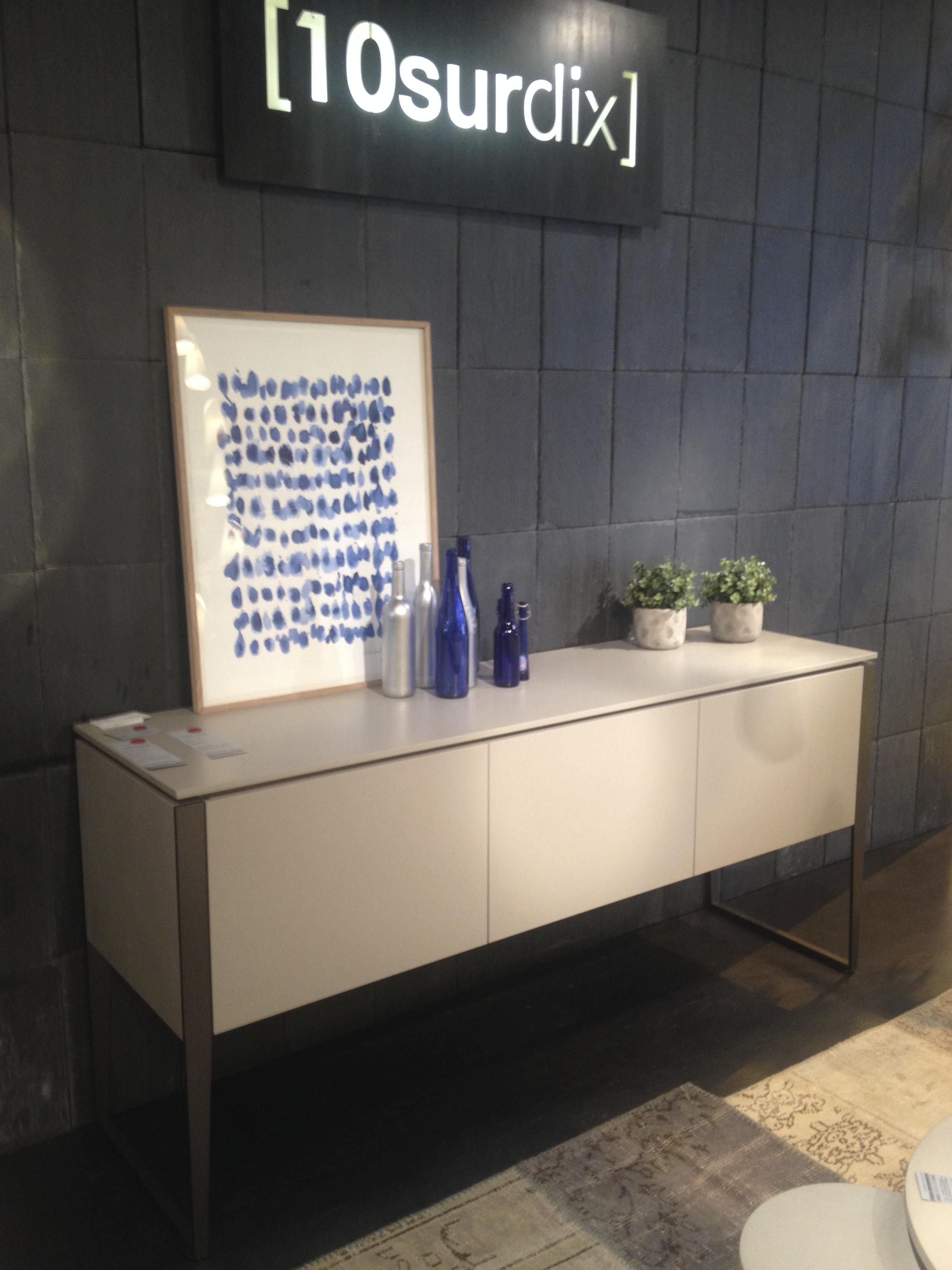 bahut sur pieds meubles steinmetz. Black Bedroom Furniture Sets. Home Design Ideas