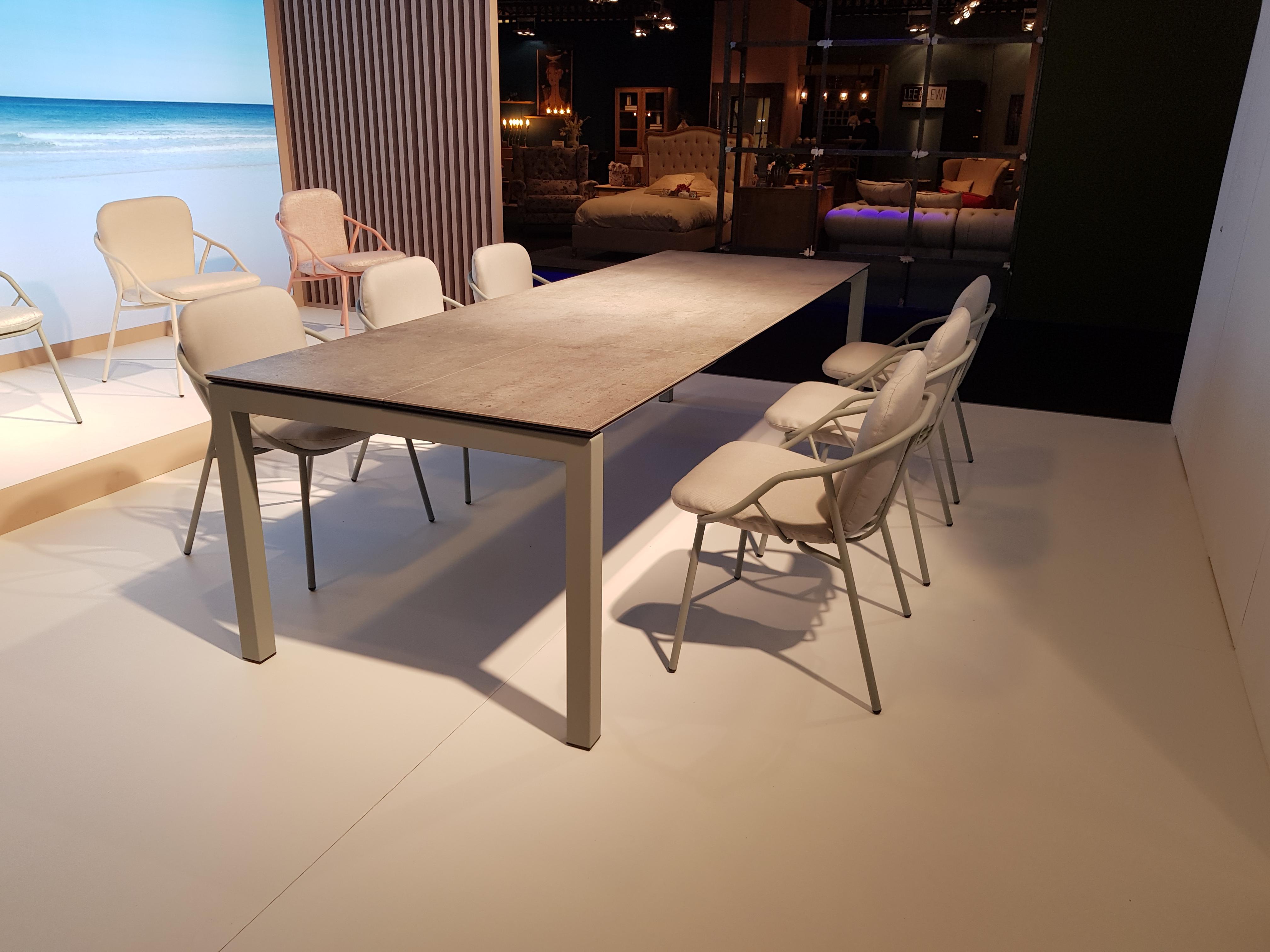 table extensible outdoor meubles steinmetz. Black Bedroom Furniture Sets. Home Design Ideas