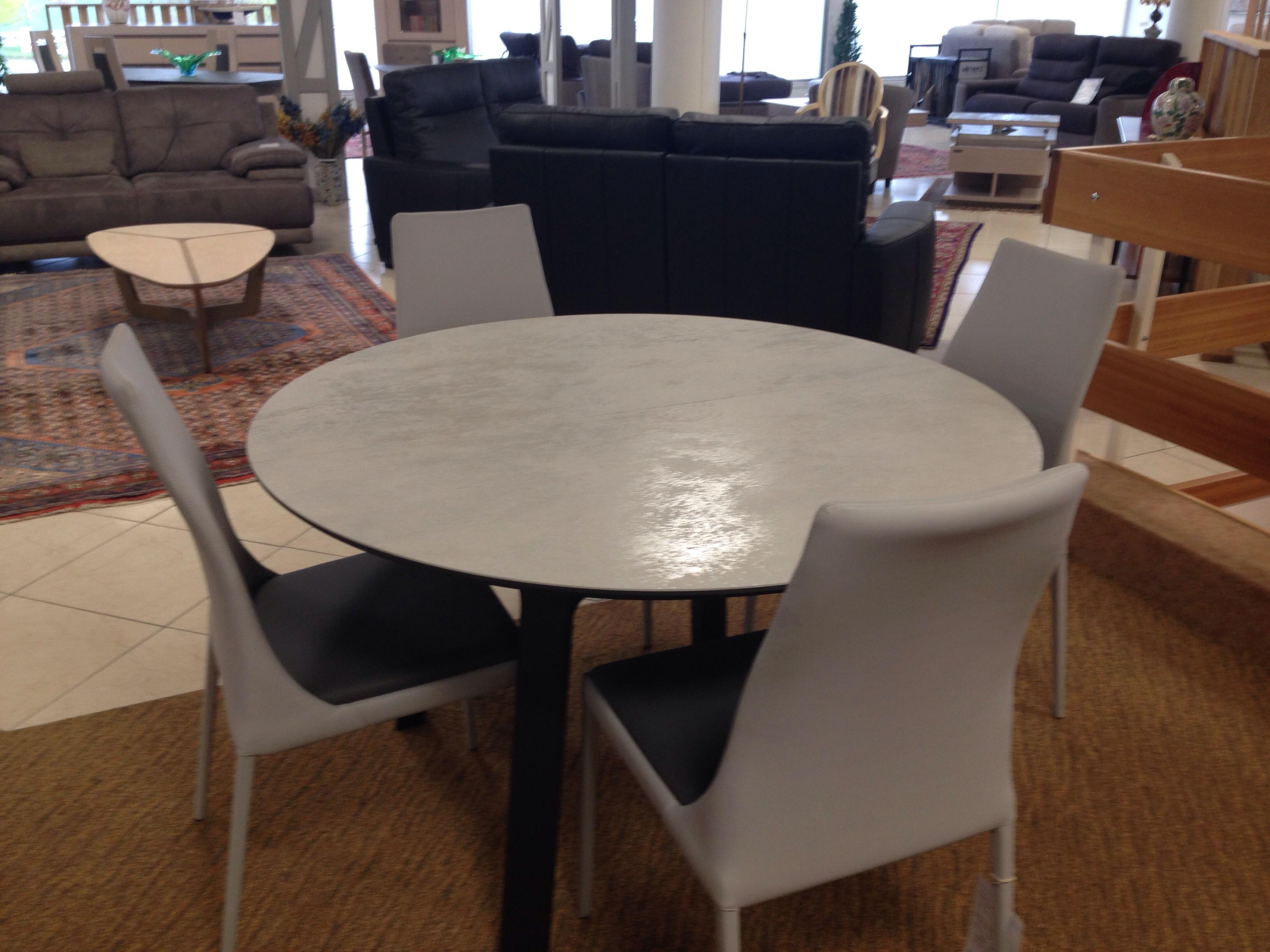 table de repas salle manger meubles steinmetz. Black Bedroom Furniture Sets. Home Design Ideas