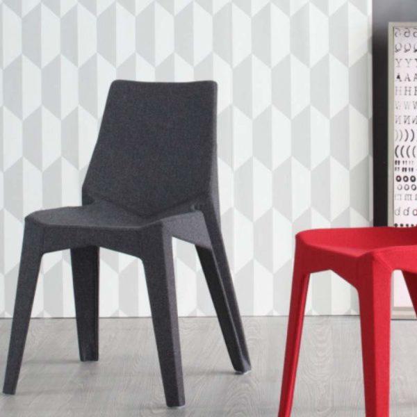 Chaise poly xo et xoxo meubles steinmetz for Fabricant de meuble sur mesure